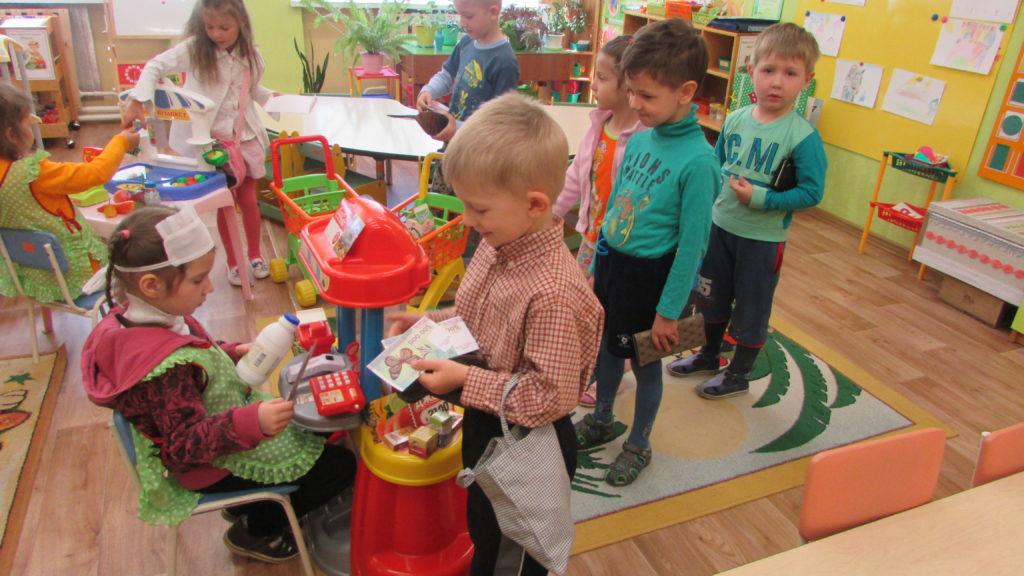 dzieci-podczas-zabawy-tematycznej